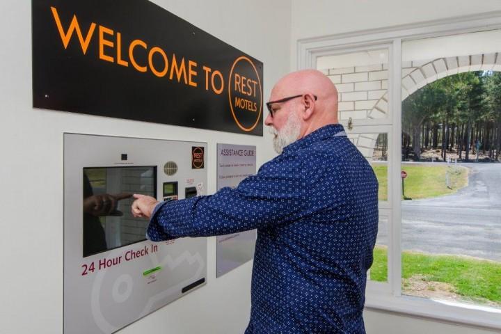 Check Inn Motel custom design Touch Screen Kiosk with Payment,